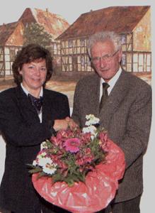 Ehrenbürgermeister der Gemeinde Bilshausen Carl Strüber (r.)