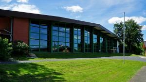 Außenansicht der Carl-Strüber-Sporthalle.