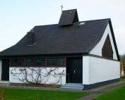 Blick auf die Außenansicht der Evangelischen Kirche St. Paulus Bilshausen