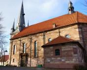 Außenansicht der Katholischen Pfarrkirche St. Kosmas und Damian