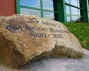 Gedenkstein zum 25-jährigen Bestehen der Carl Strüber Spothalle in Bilshausen