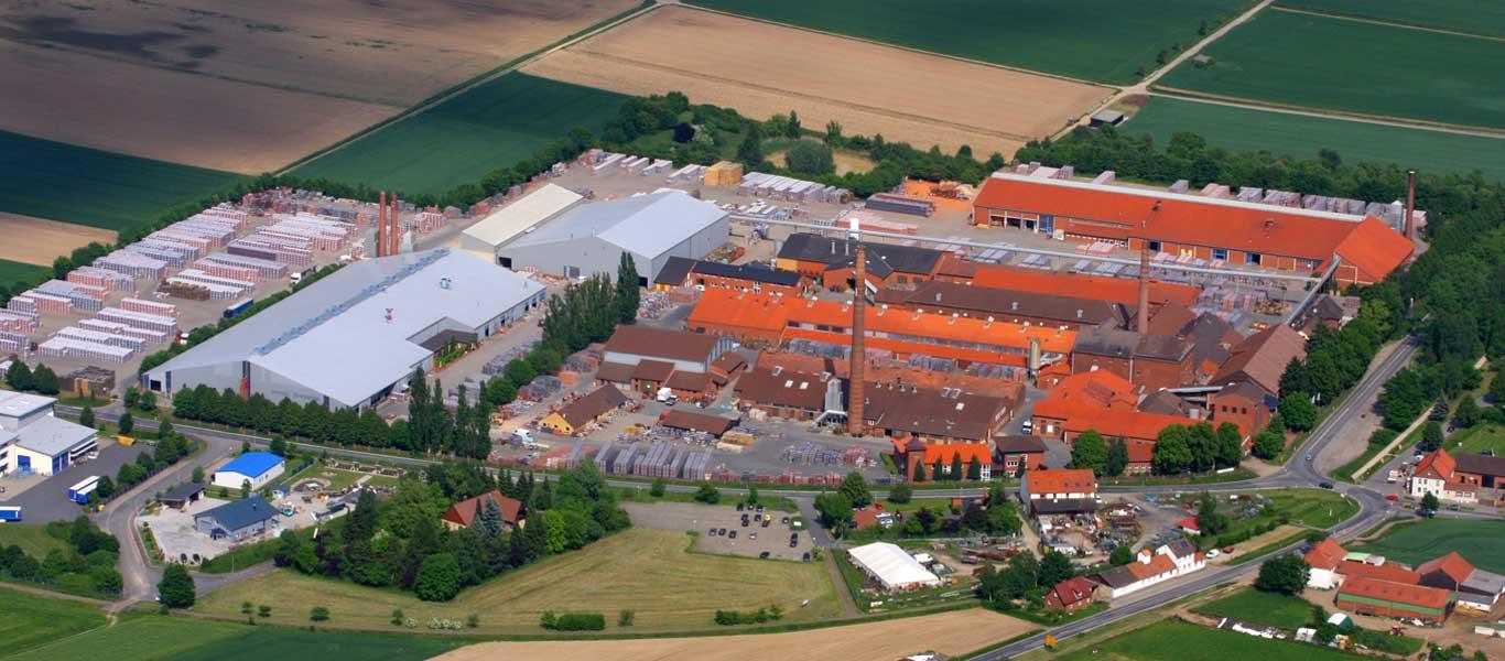Luftbild des Werksgeländes der Jacobi Tonwerke in Bilshausen