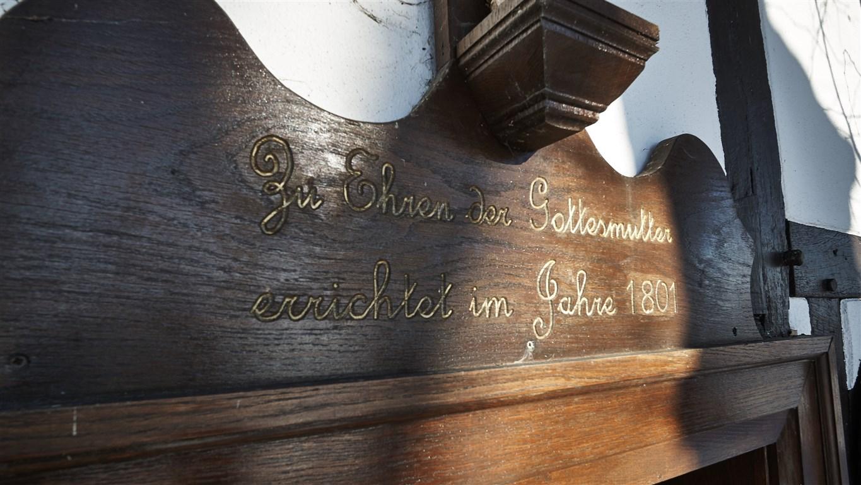Schriftzug an der Kapelle St. Maria