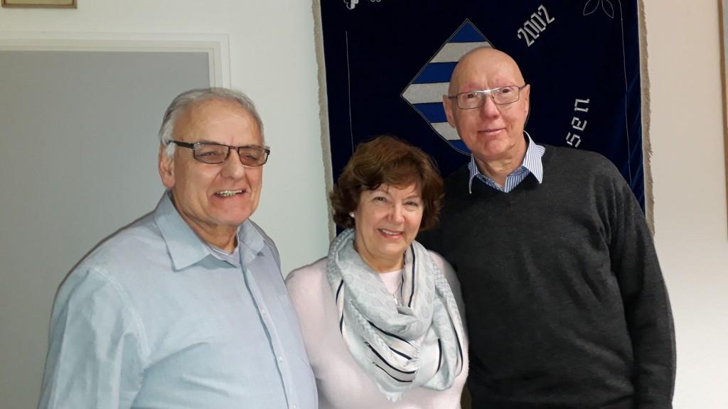 Bürgermeisterin Anne-Marie Kreis mit den neu berufenen Seniorenbeauftragten Reinhard Fahlbusch und Wolfgang Engelhardt. Foto: Grobecker