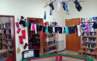 Kindergarten zu Besuch in der Gemeindebücherei - Thema Handschuhe