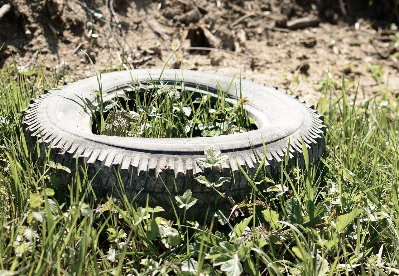 Müllablagerung in der Feldflur (Symbolbild) Foto: Pixabay